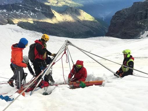 Recuperato senza vita il corpo dell'alpinista polacco finito in un crepaccio - Cronaca dal Nord Ovest