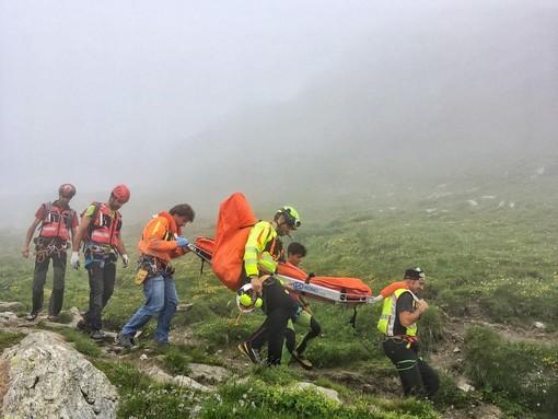 Malore per una donna: la nebbia in quota ostacola il soccorso alpino per il trasporto in ospedale -Cronaca del Nord Ovest