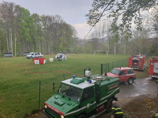 Rogo nei boschi di Cellio con Breia, devastati 1,5 ettari di bosco. Anche i pompieri di Biella in aiuto