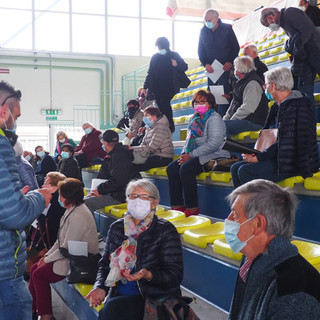 Vaccini, sei medici di famiglia impegnati al PalaGiletti di Ponzone per circa 240 over 70 FOTO
