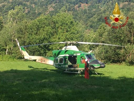 Dal Nord Ovest - Escursionista bloccato su un sentiero, recuperato dall'elicottero dei Vigili del Fuoco